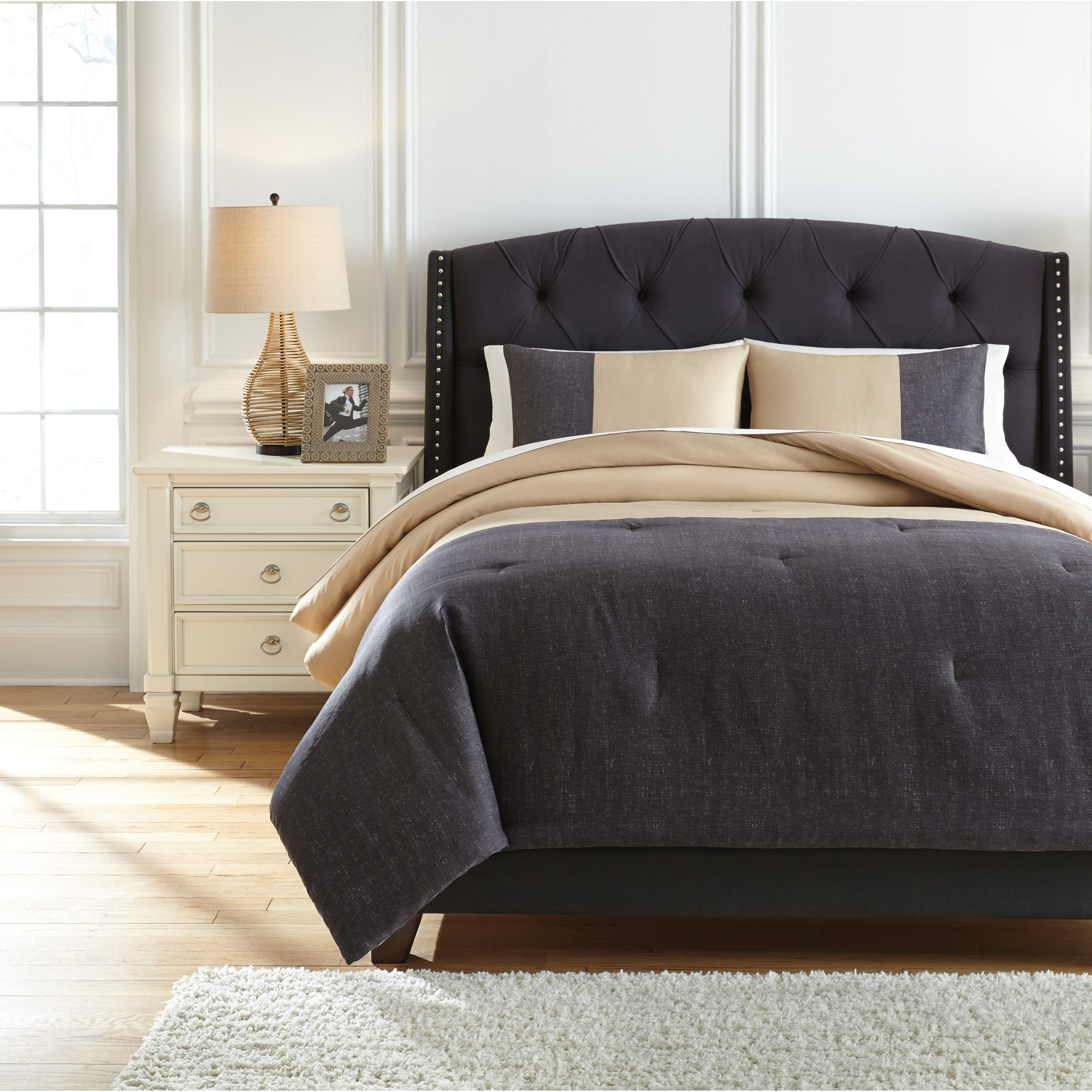Queen Medi Charcoal/Sand Comforter Set