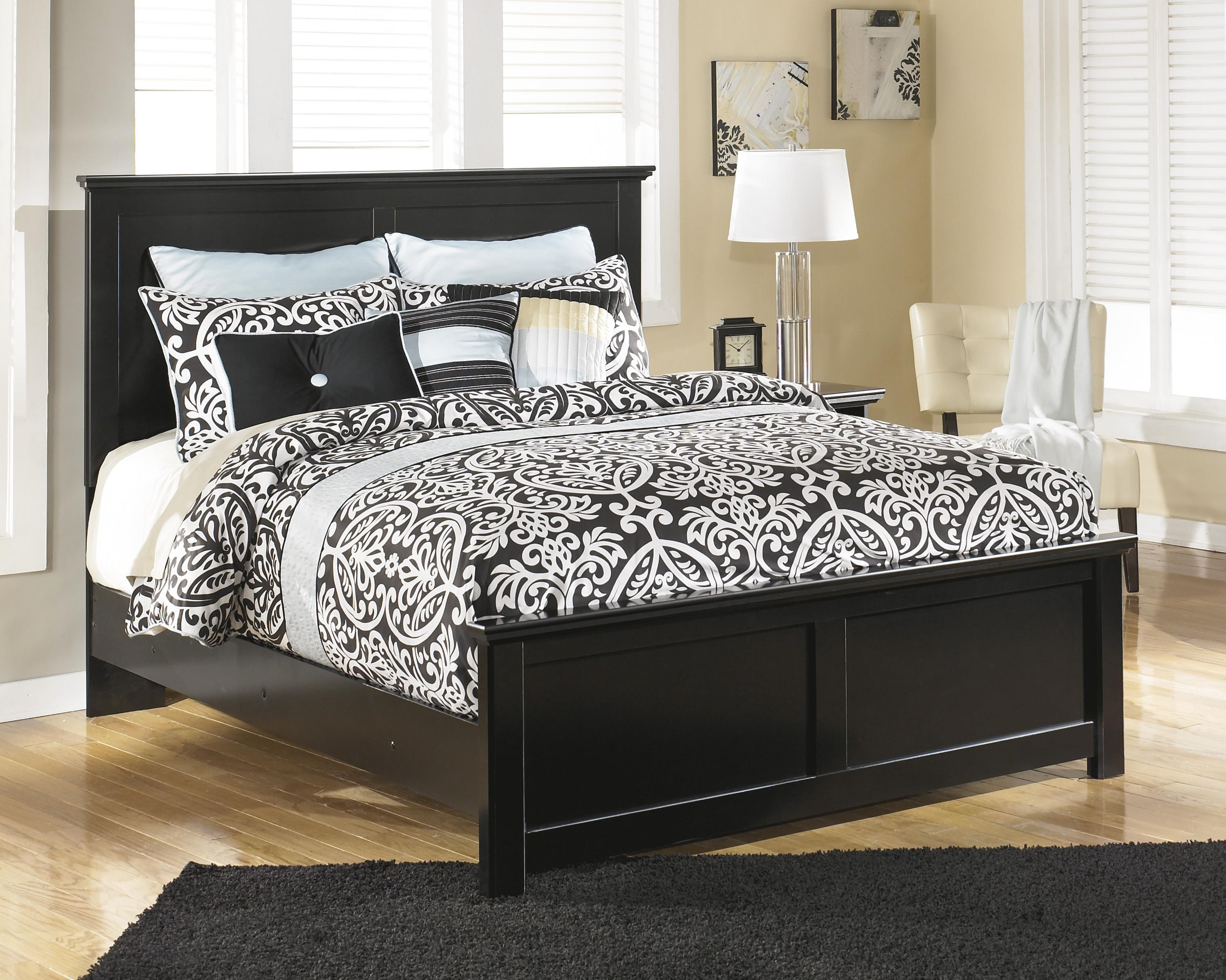 Queen Panel Bed, Nightstand and Chest Packag