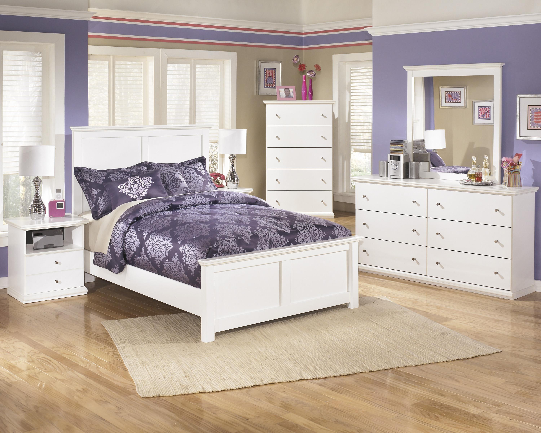 Queen Panel Headboard, Dresser, Mirror, 2 Ni