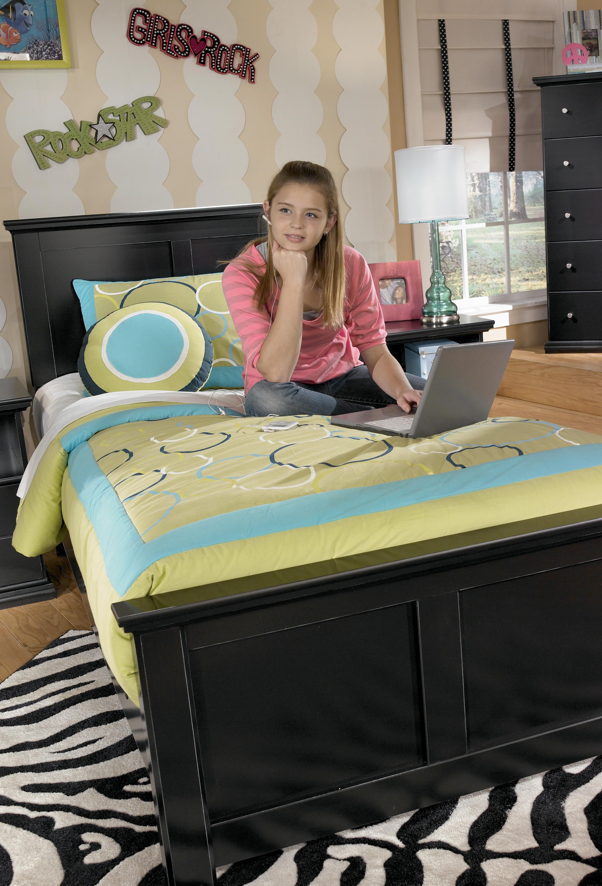 Signature Design By Ashley Maribel Twin Panel Bed With