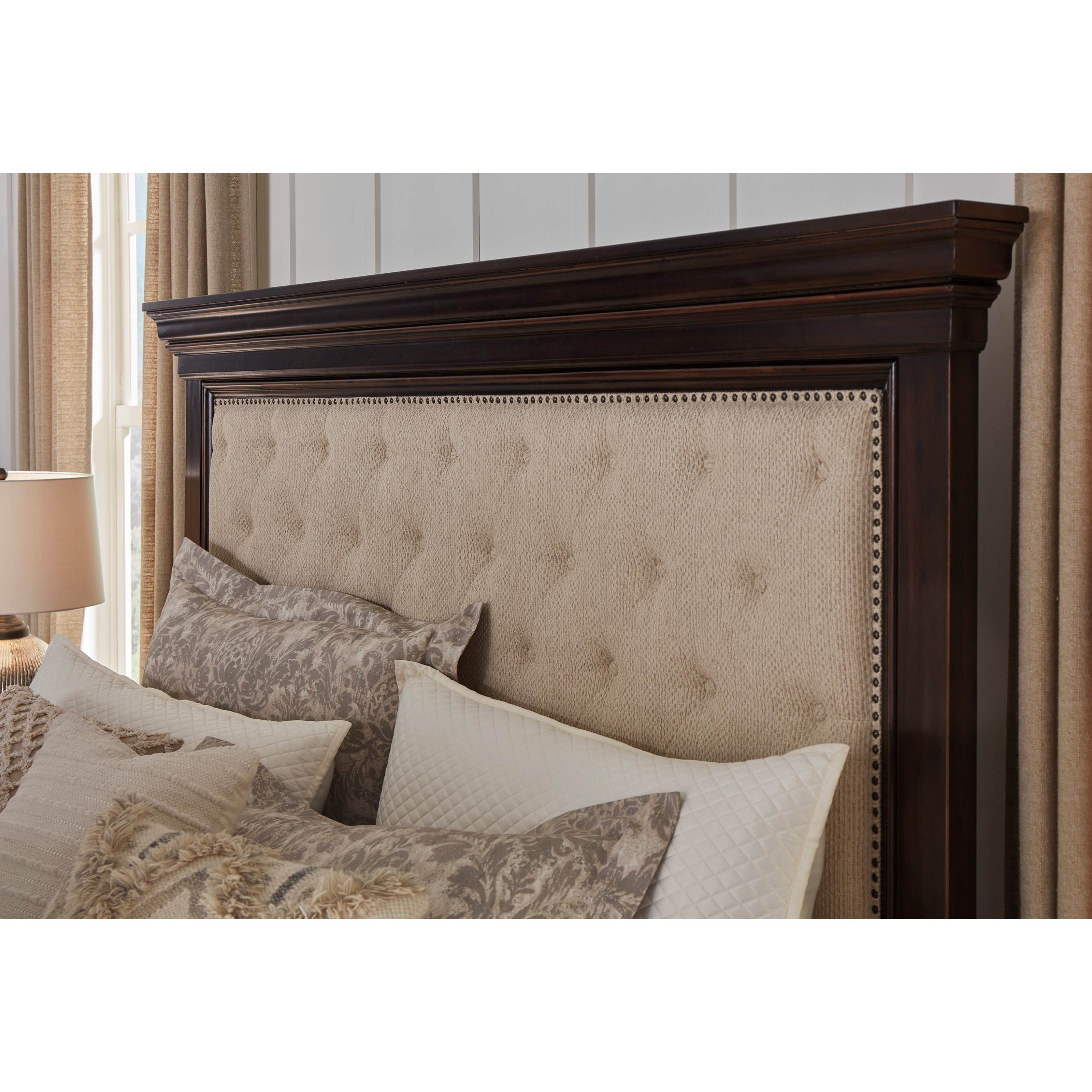 Bench By Bed: Signature Design By Ashley Brynhurst Traditional Queen