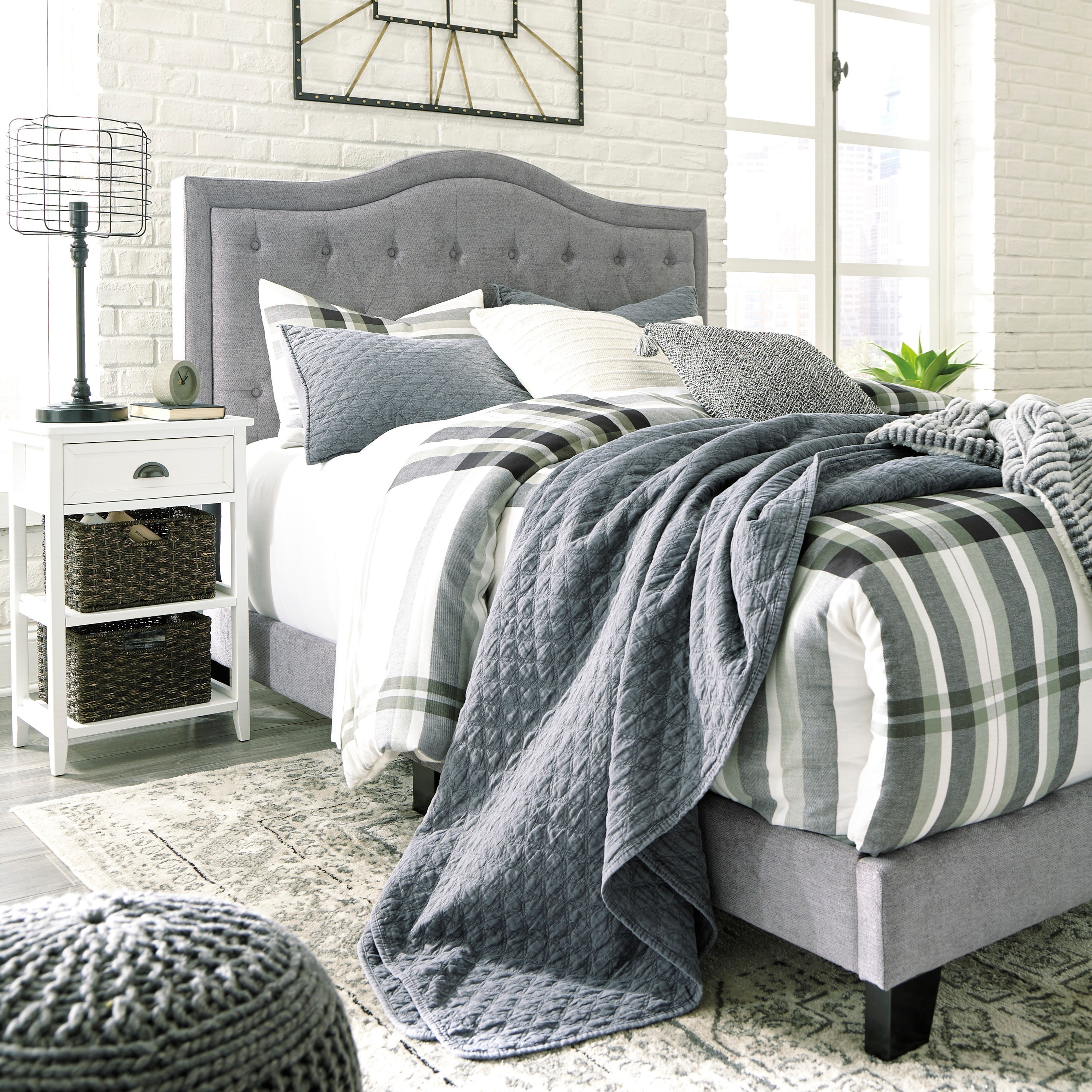 Ashley Signature Design Jerary Queen Upholstered Bed With