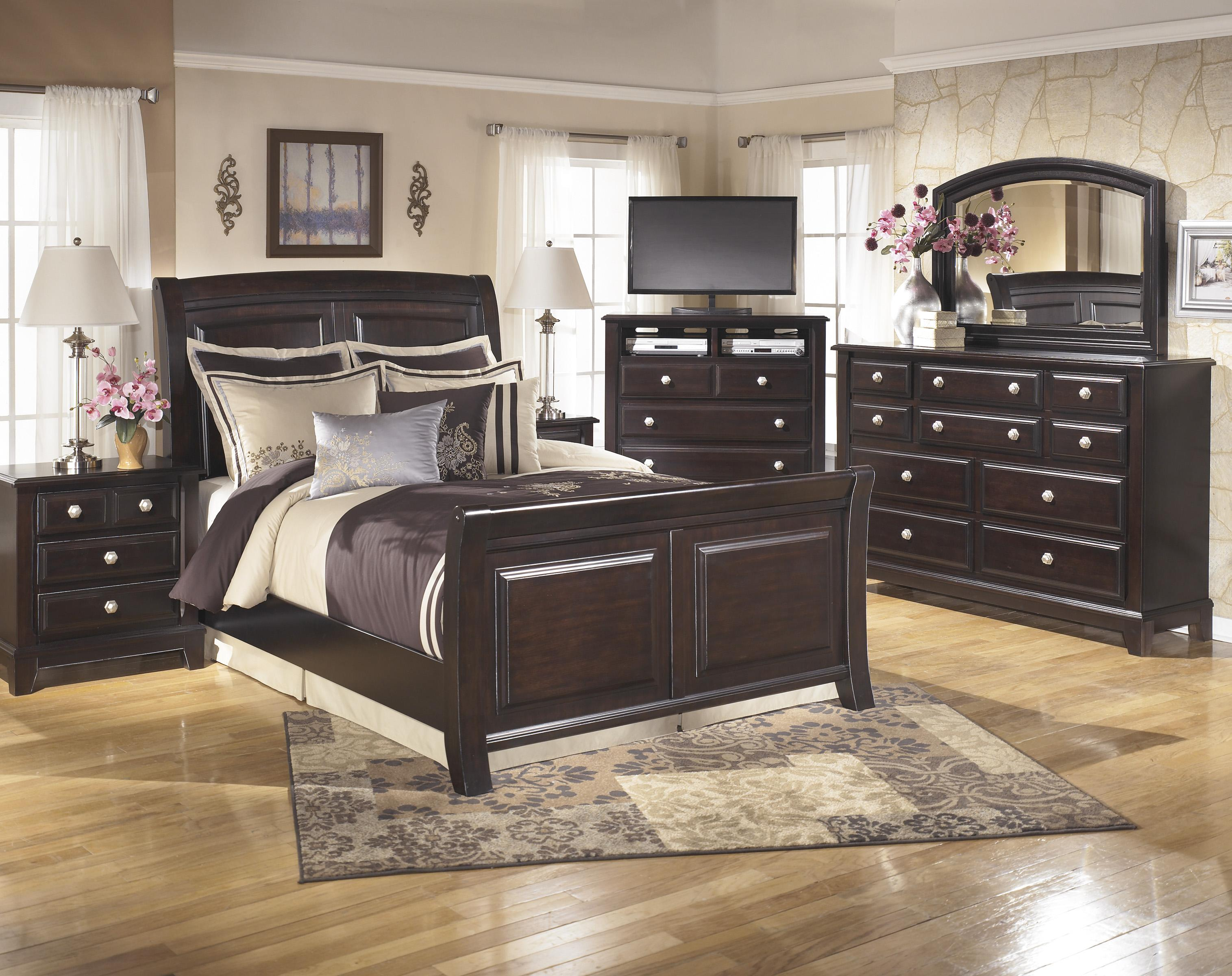 Signature Design by Ashley Ridgley Queen Bedroom Group - Item Number: B520 Q Bedroom Group 2