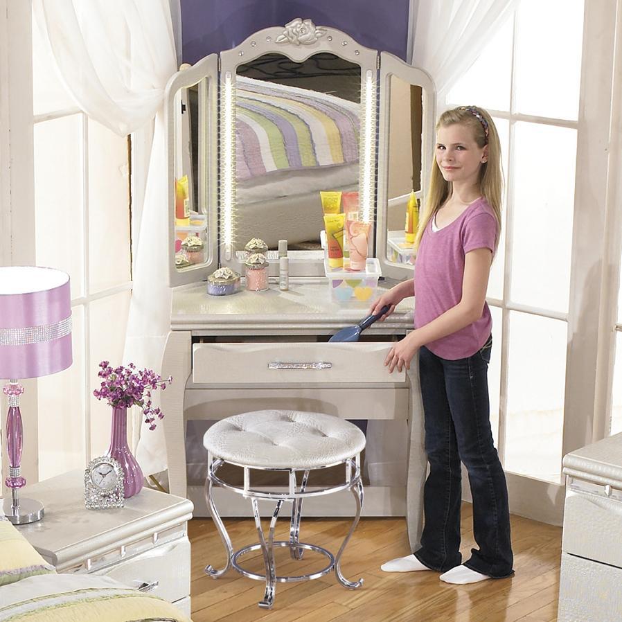 Ashley Signature Design Zarollina Desk Vanity Mirror In Silver Pearl Faux Gator Finish Dunk