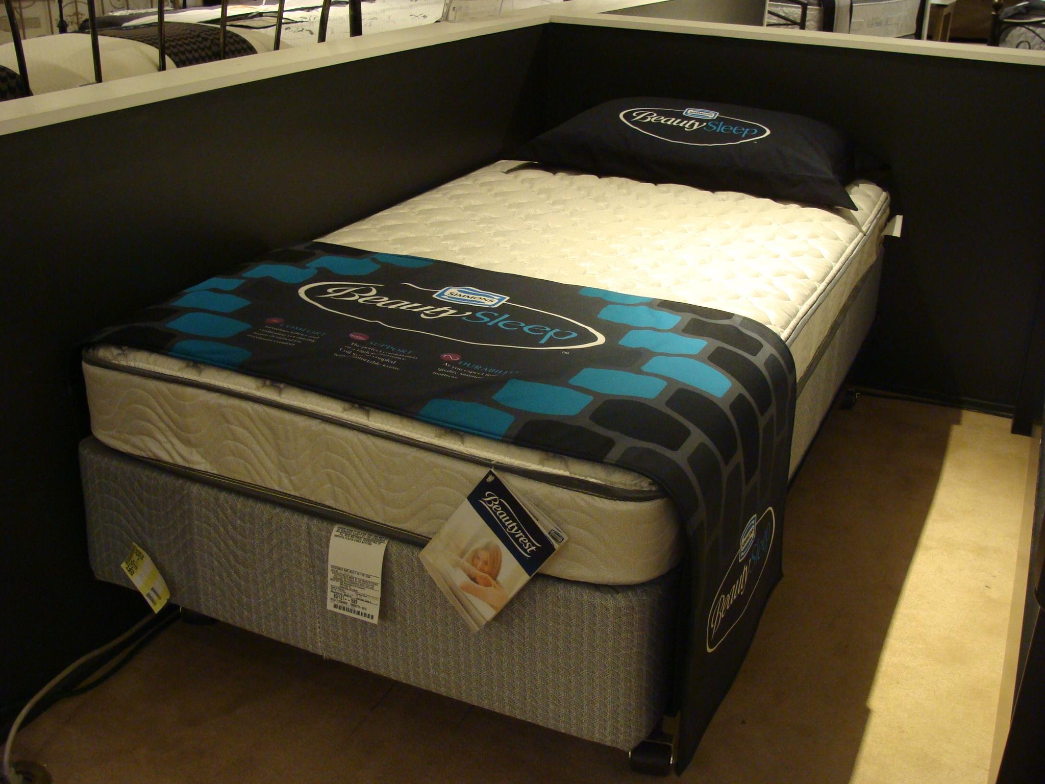 Simmons BeautySleep Firm Queen Firm Mattress Set - Item Number: BSFirm-Q+700600775Q
