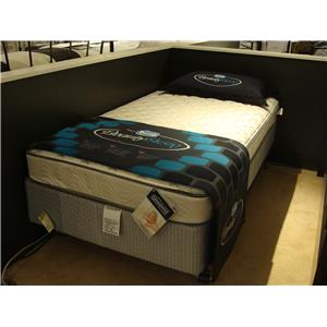 Simmons BeautySleep Firm Queen Firm Mattress Set