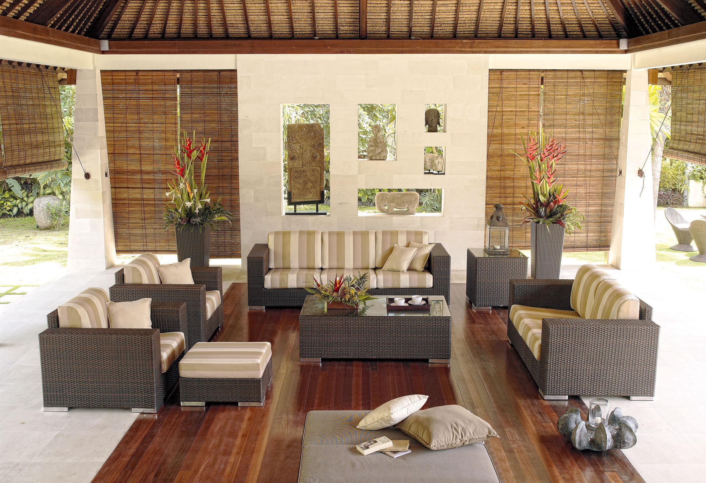 Skyline design brando 2002 streamlined contemporary - Decoracion para patios ...