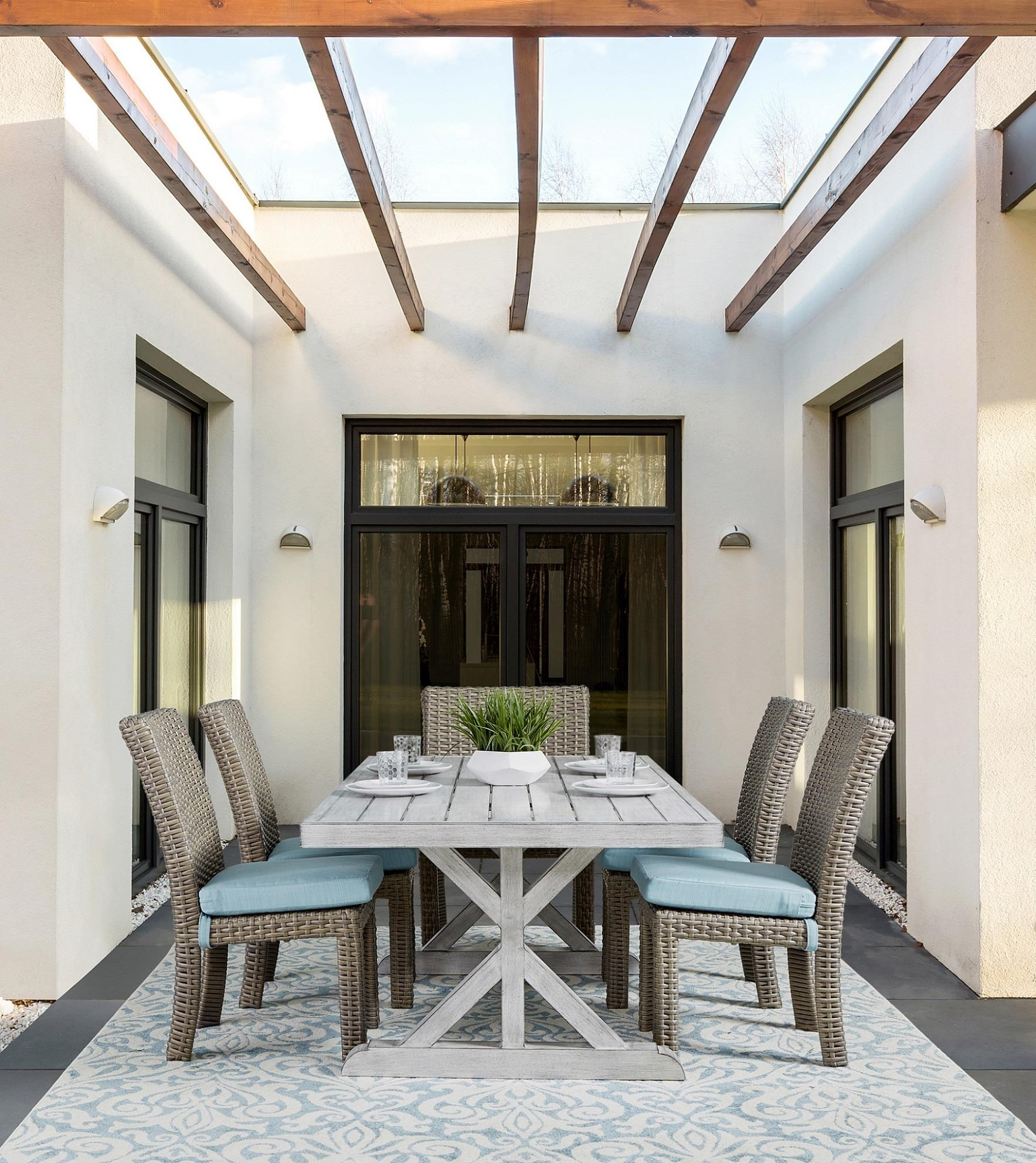 Table 4 Side and 2 Arm Chair (St. Tropez)