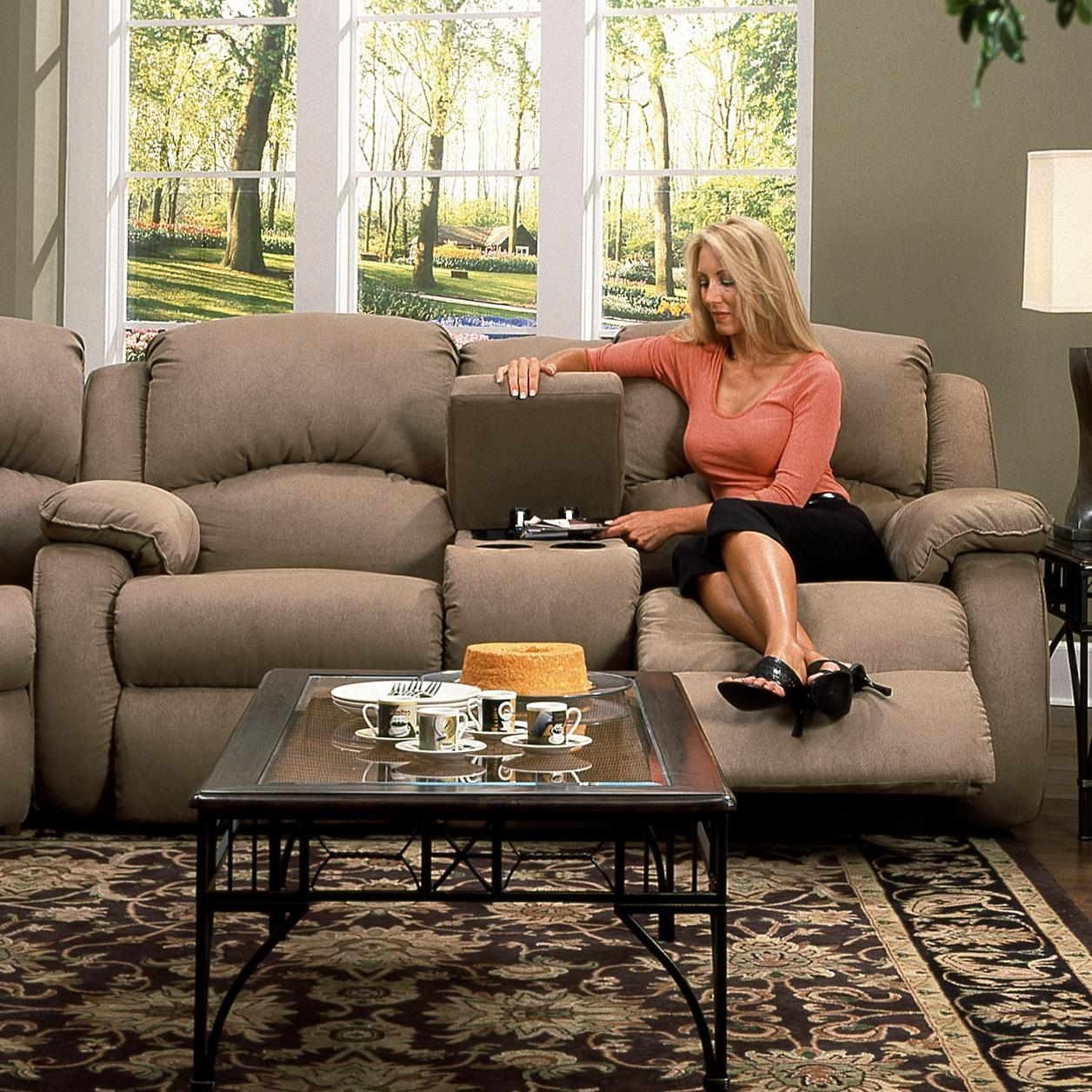 Southern Motion Cagney Console Sofa - Item Number: 705-28