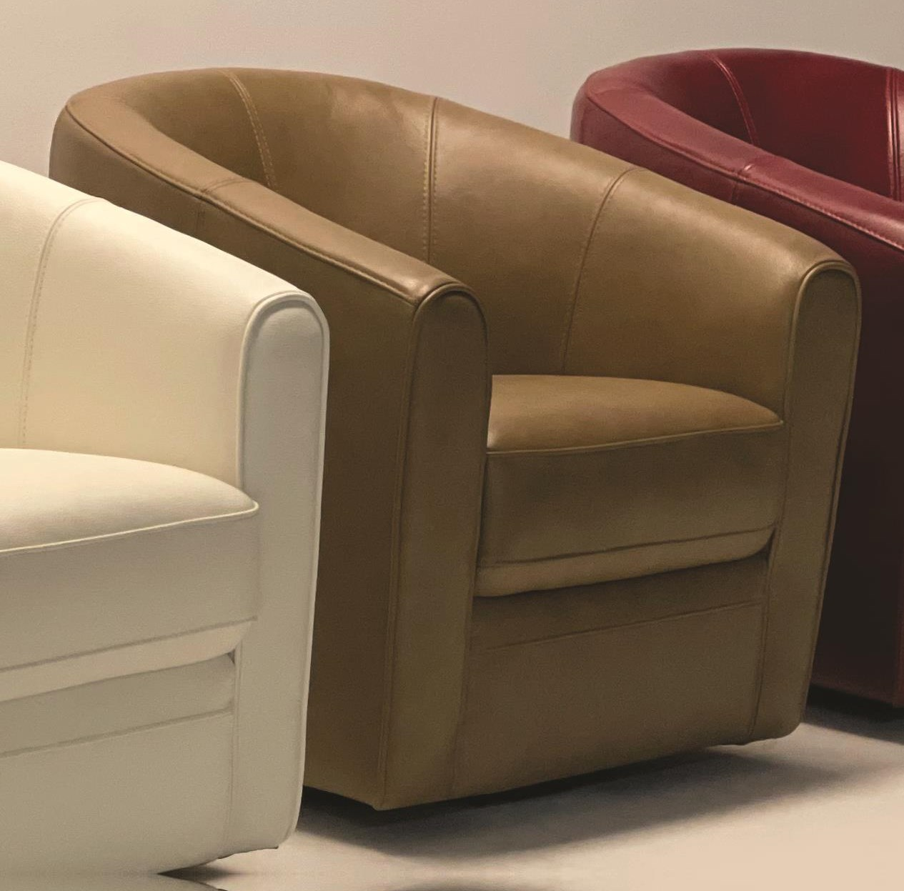 1118A Leather Swivel Chair by Violino at Baer's Furniture
