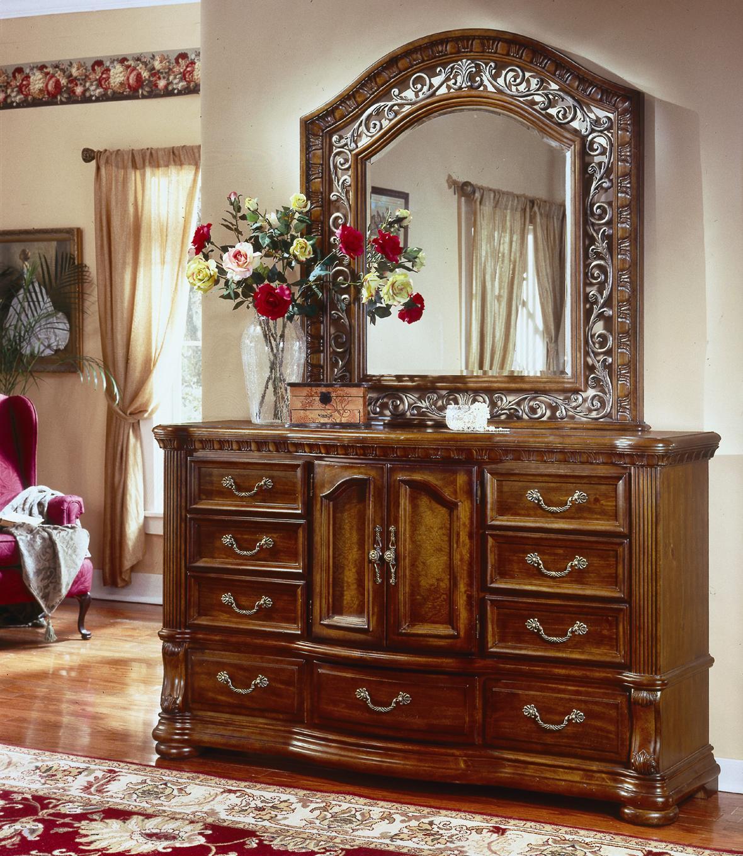Flexsteel Wynwood Collection Cordoba Nine Drawer Door