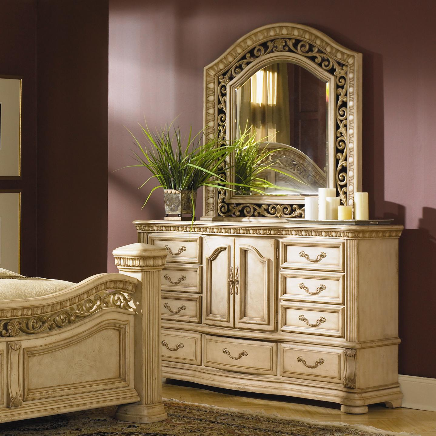 Flexsteel Wynwood Collection Antiguo Blanco Dresser and Mirror Combination Set - Item Number: 1636-62+1636-81