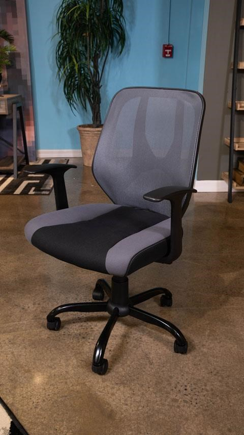 Beauenali Home Office Swivel Desk Chair by Signature Design by Ashley at Sam Levitz Furniture