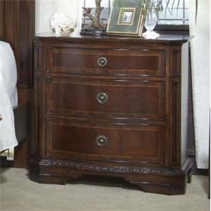 Traditional Nightstand with 3 Drawers