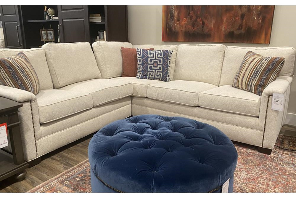 2062 Sectional by Huntington House at Belfort Furniture