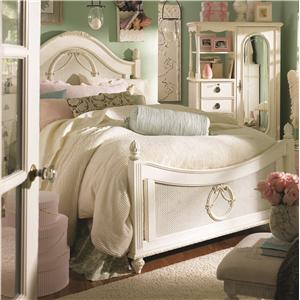 Lea Industries Emma's Treasures Twin Poster Bed