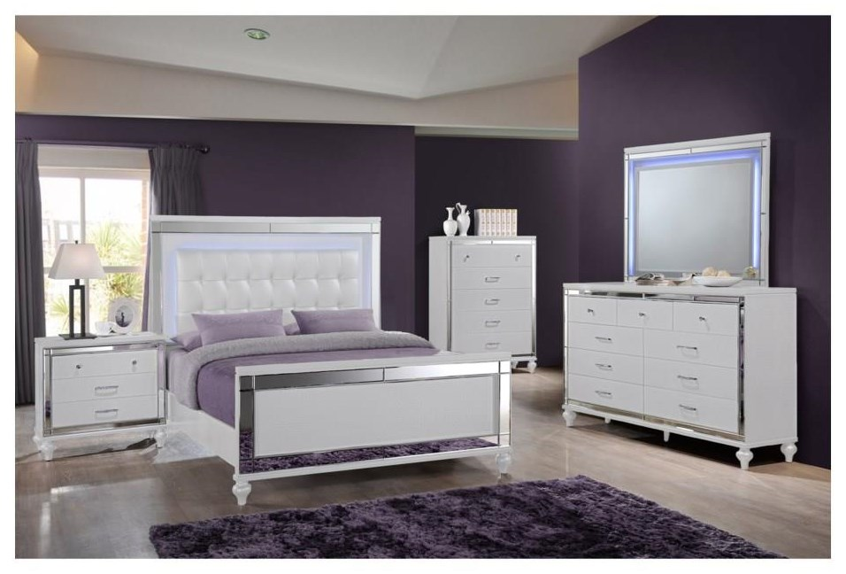 Valentino Queen UPH Panel Bed Package by New Classic at Sam Levitz Furniture