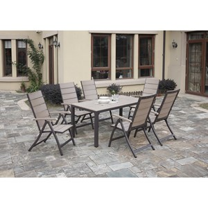 Outdoor Dining Set with Resin Wood Blank Appearance