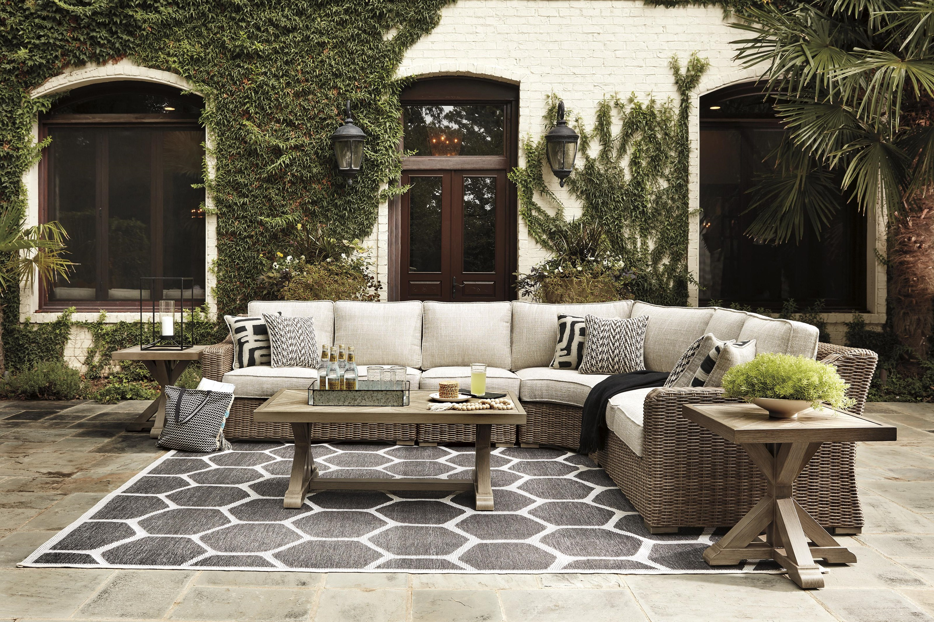 Beachcroft 7 PC Outdoor Conversation Set by Signature Design by Ashley at Sam Levitz Outlet