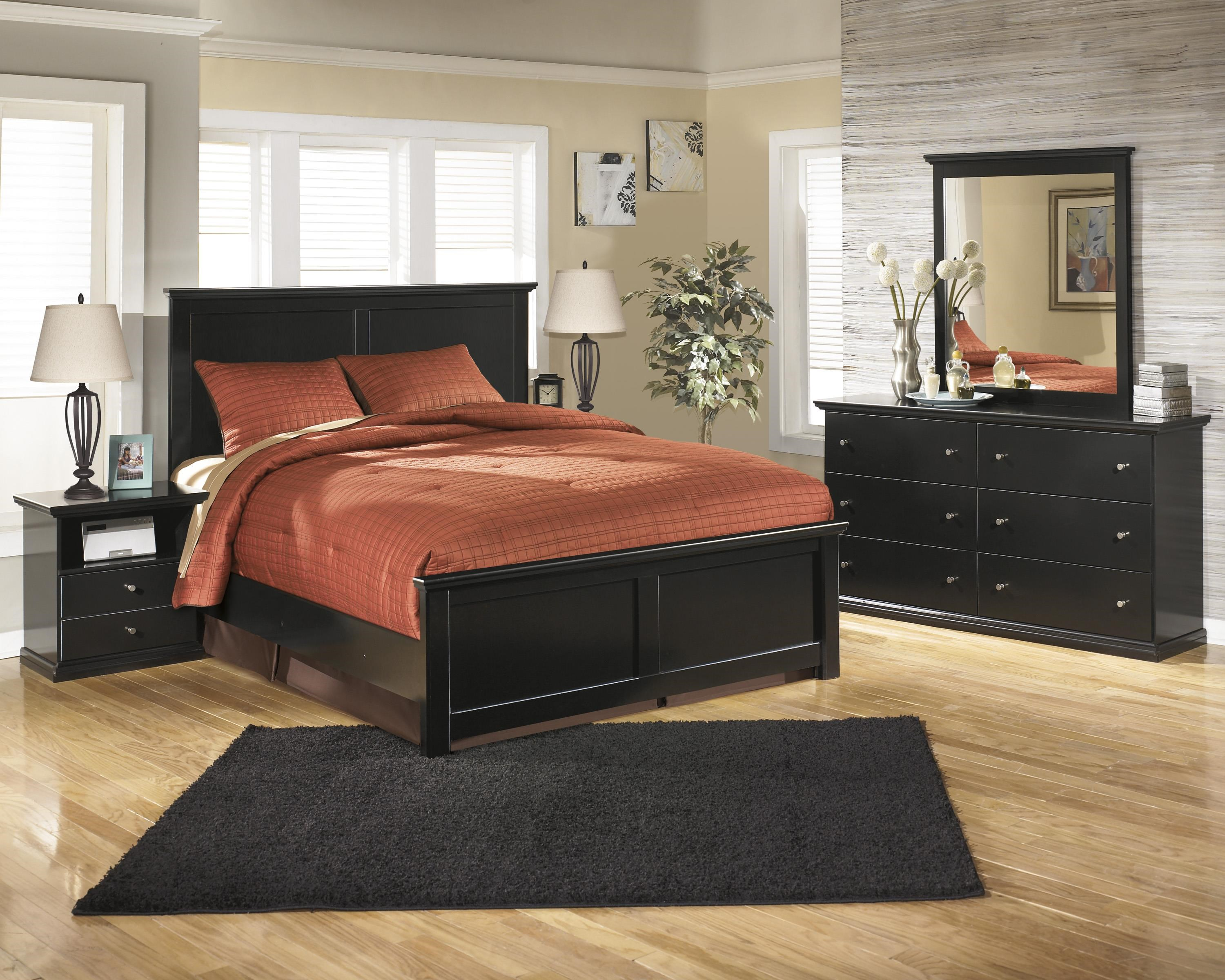 King Panel Bed, Dresser, Mirror and Nightst