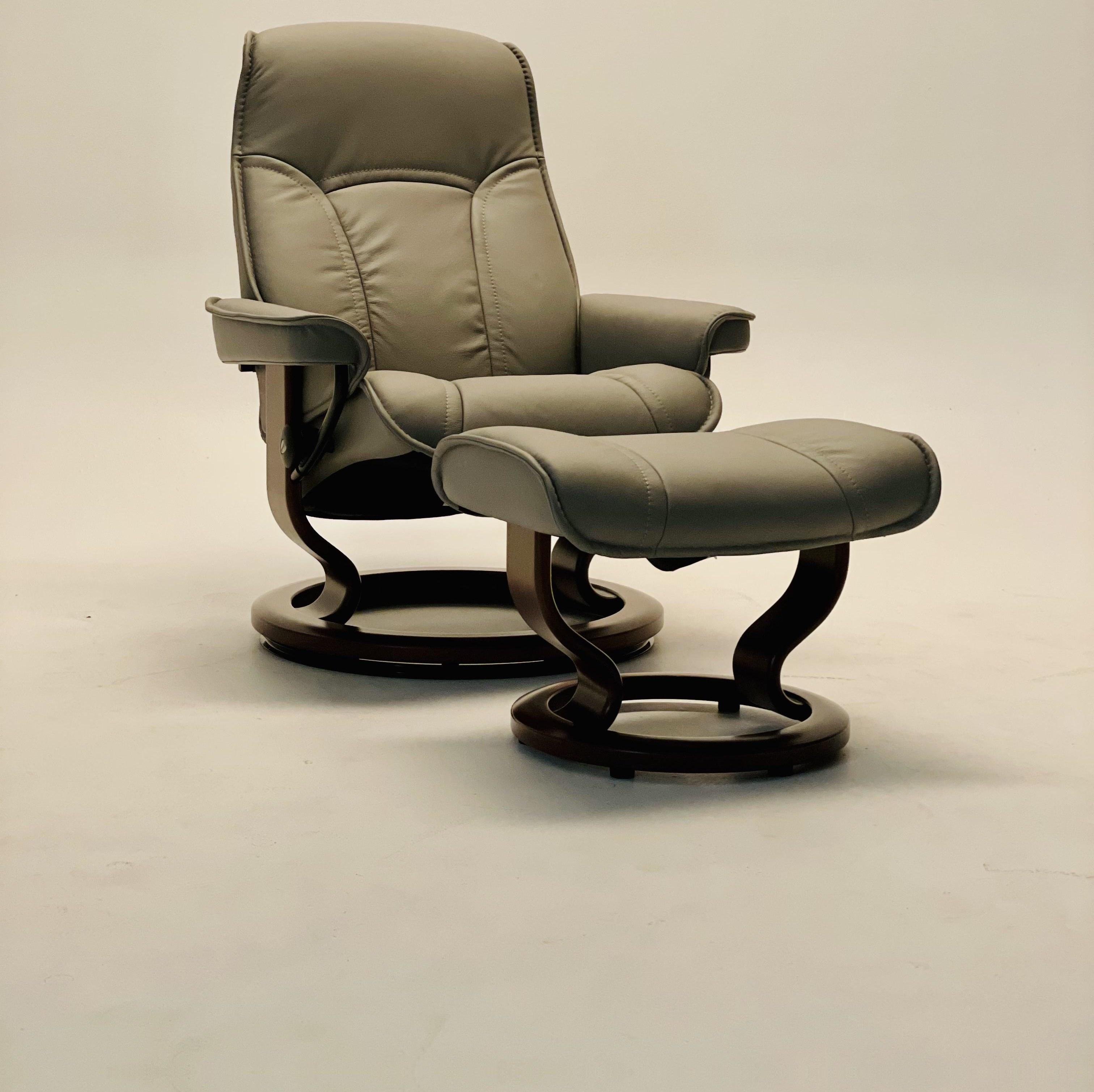 Stressless Senator Medium Classic Reclining Chair and Ottoman by Stressless at Baer's Furniture