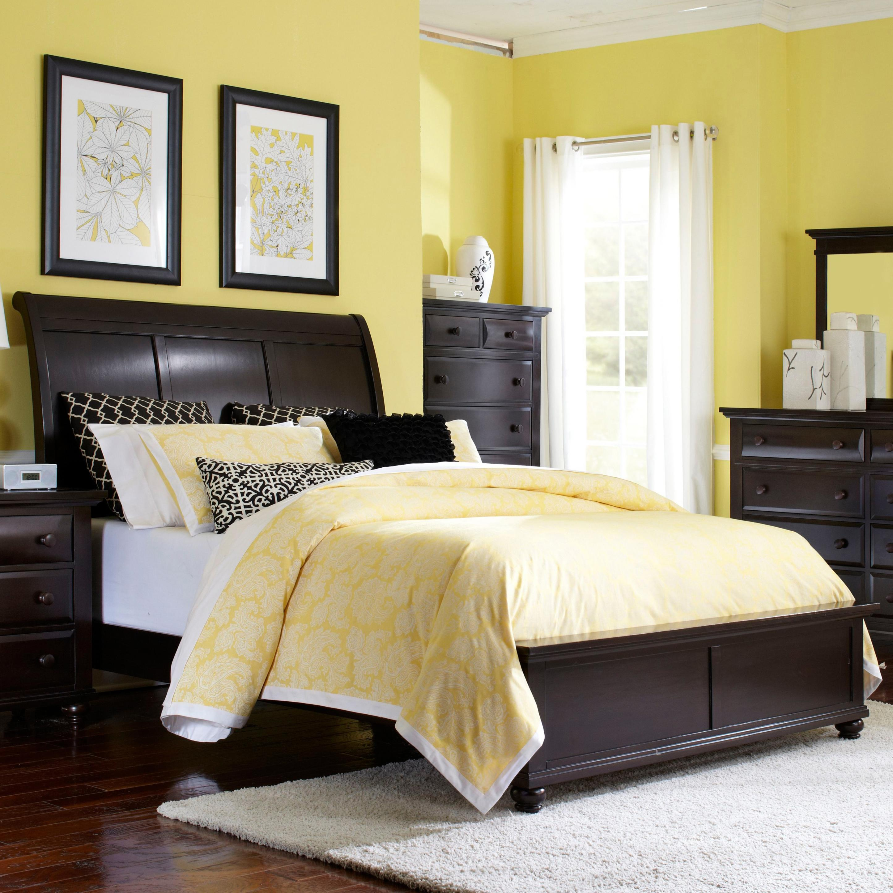 Broyhill Furniture Farnsworth Queen Sleigh Bed Wayside