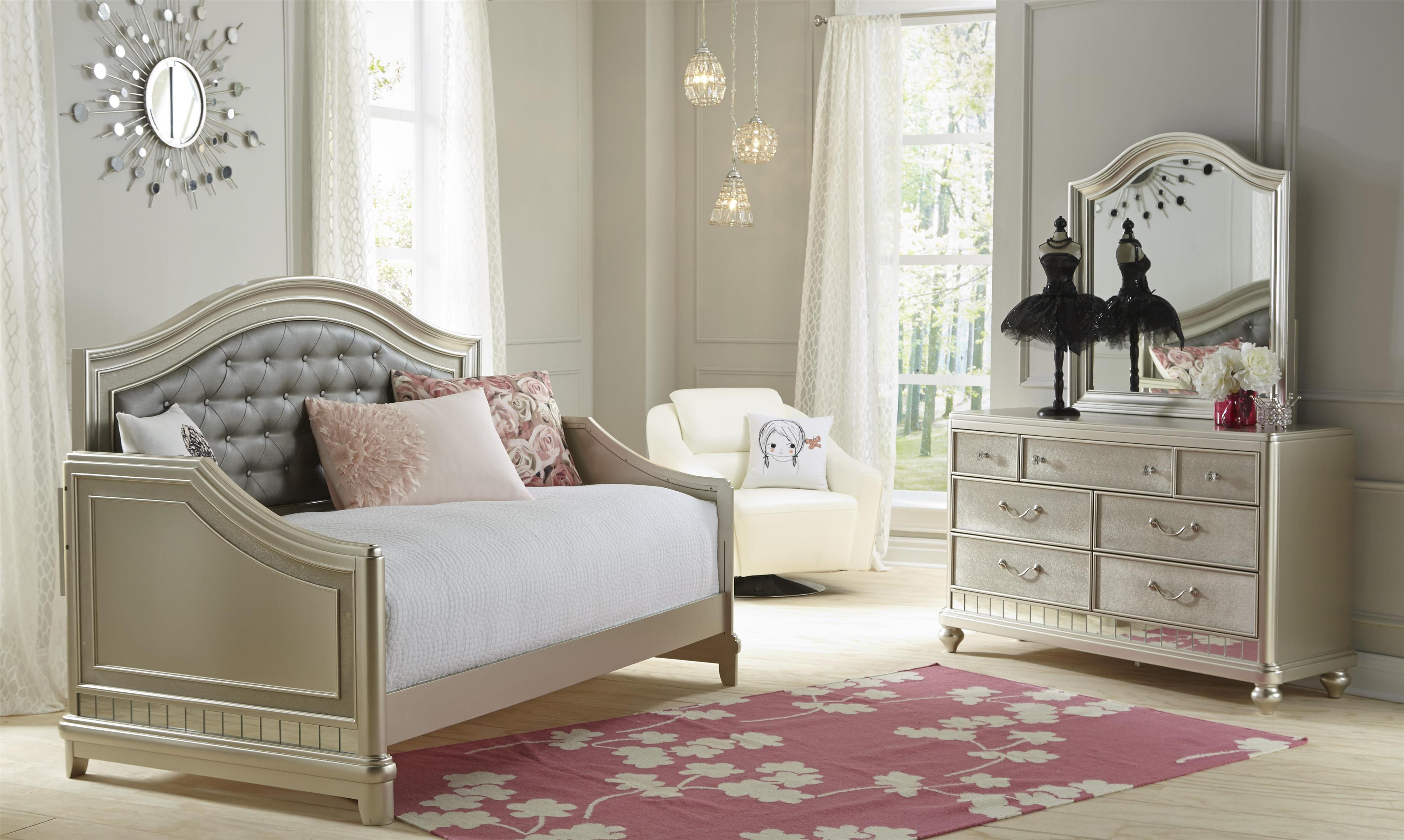 Samuel Lawrence Lil Diva Tuffed Headboard Daybed Darvin Furniture Daybeds