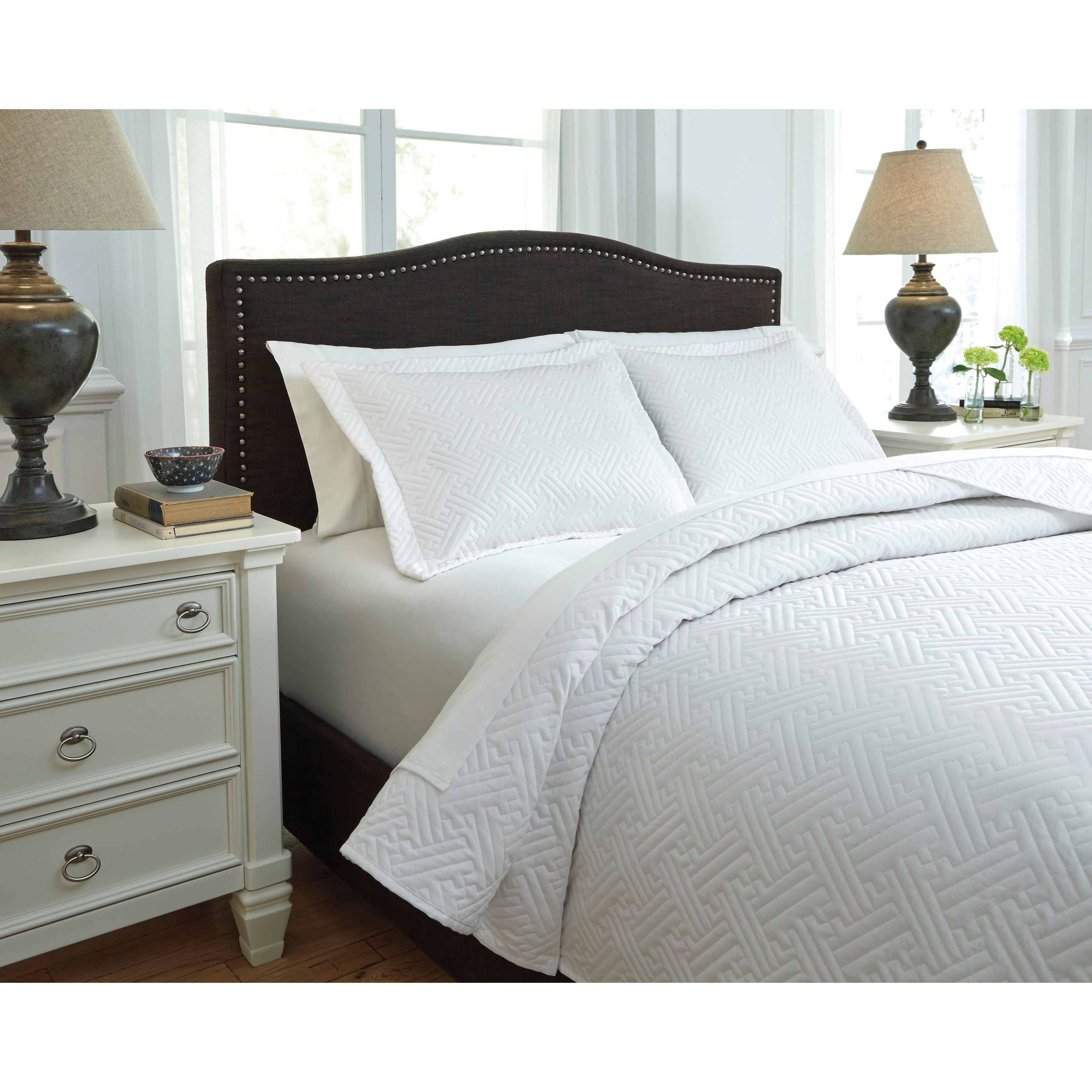 Signature Design by Ashley Bedding Sets Queen Aldis White